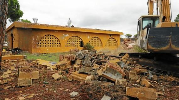 Moguer mejora la imagen y seguridad del antiguo campamento juvenil de Mazagón