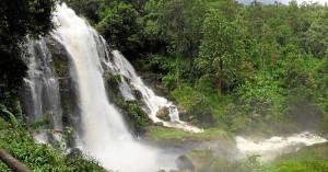 Una de las miles de cascadas que hay por todo el país. En este caso, en el monte Doi Inthanon.