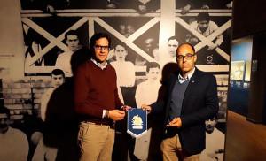 El Lybster FC, club escocés fundado en 1887, hizo entrega al Recre de un banderín. / Foto: @recreoficial.