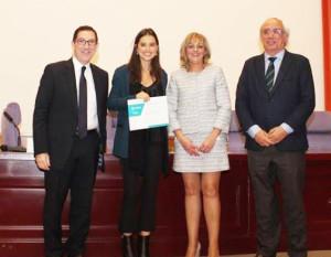 Leire, recibiendo su reconocimiento en la Universidad Complutense de Madrid.