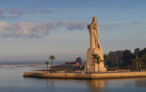 ¿Monumento a la Fe Descubridora o Monumento a Colón? / Foto: Puerto de Huelva.