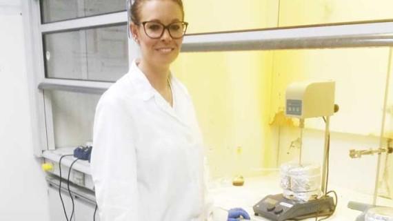 La ingeniera química palerma Silvia Pérez es premiada por su excelencia investigadora en la Onubense