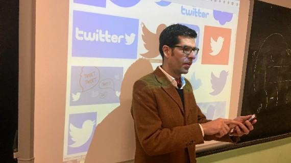El profesor onubense Eduardo Infante revoluciona la enseñanza de la Filosofía con un método a través de Twitter