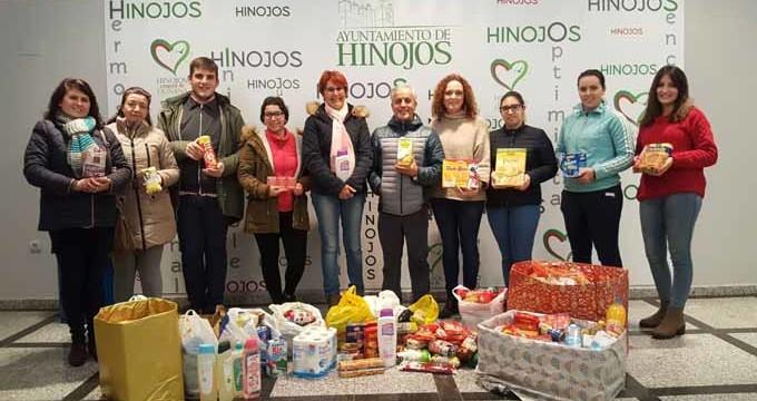 Hinojos entrega 345 kilos de alimentos para los asentamientos de Lucena del Puerto