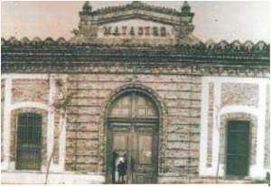 Fachada del antiguo Matadero perneo de Huelva. Años ochenta.