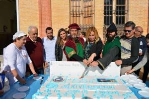 Una gran tarta para celebrar el 550 aniversario de San Juan del Puerto.
