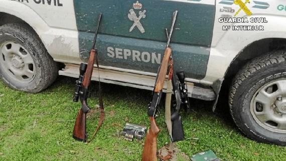 Sorprendidos tres cazadores furtivos que habían abatido dos venados en Santa Olalla de Cala