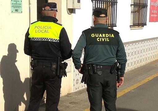 Detenidos dos varones tras el robo con escalo en varias viviendas de San Juan del Puerto