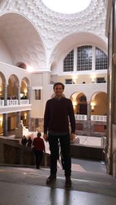 El onubense en el edificio central de la Universidad de Múnich.