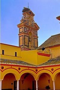 La espadaña es uno de los elementos más característicos de este convento moguereño.