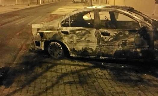 Solidaridad y apoyo a Hernández Cansino después de que hayan quemado su coche en la puerta de su domicilio