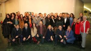 Foto de familia de los fotógrafos y onubenses participantes.