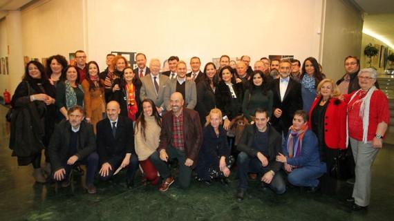 Los onubenses respaldan la apertura de la exposición 'Retratos de una ciudad II' de la Asociación 'Huelva y sus fotógrafos'