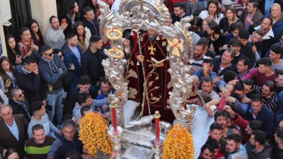 Trigueros se echa a la calle para acompañar a su patrón, San Antonio Abad