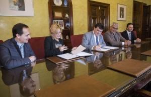 Firma del convenio entre el Ayuntamiento de Huelva y Andalucía Emprende.