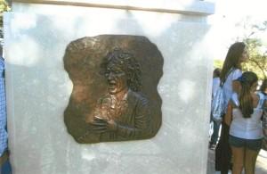 El otro lateral del monumento.