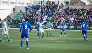 Los más de 700 aficionados del Recre vieron un mal partido de su equipo. / Foto: @RBetisCantera.
