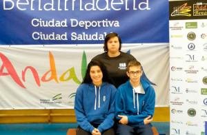 Lucía Leal y Andrés Nuviala, junto a la entrenadora, Amanda Márquez. / Foto: @CDBHUELVA.