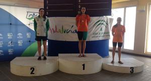 Imagen de uno de los podios, con Alba Vázquez y Laura Sánchez como primera y tercera, respectivamente.