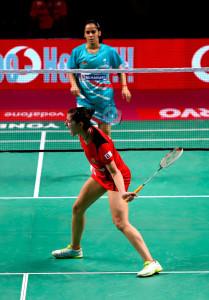 Carolina Marín derrotó claramente a Saina Nehwal en su partido de la Premier League de bádminton de la India. / Foto: @PBLIndiaLive.