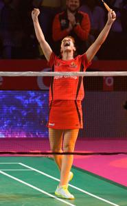 Carolina Marín celebra su victoria ante la surcoreana y el pase a la final de su equipo. / Foto: @PBLIndiaLive.