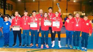 Deportistas de la Escuela de Lucha de Cartaya (Club El Campeón), que han brillado en el Andaluz celebrado en Carmona.