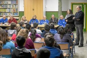 Escolares participan en la iniciativa 'Conocer a tus mayores'.