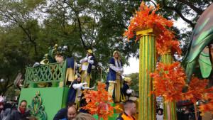Los Reyes Magos han apretado el paso para culminar su recorrido por las calles de Huelva.