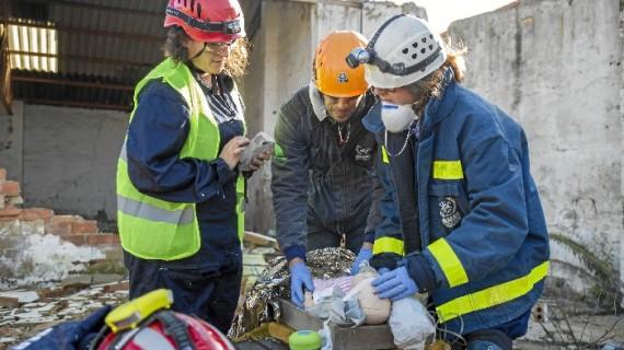 Un total de 20 miembros de Bomberos Unidos  Sin Fronteras participa en el simulacro de atención  a heridos y atrapados en catástrofes