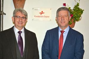 Jose Antonio Agüera, representante de la Fundación Cepsa en Huelva y Carmelo Romero, alcalde de Palos de la frontera