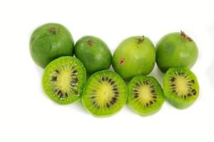 Imagen de la variedad de kiwiberry o kiwi baby. / Foto: Health Benefits Times.