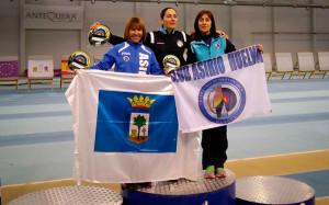 Laura Rodríguez, segunda, y Toni Gutiérrez, tercera, en Arco Recurvo femenino.