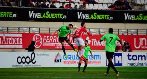 El entramado defensivo del Recre fue eficaz y clave en la conquista del empate. / Foto: @5Artemio
