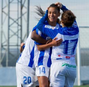 Las jugadoras del Sporting celebran el tanto que, a la postre, les dio la victoria. / Foto: www.lfp.es.