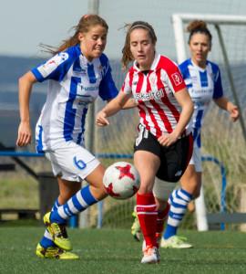 Sofía Hartard puna con una jugadora del Athletic en el partido de este domingo. / Foto: www.lfp.es.