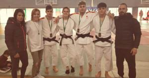 Representantes del Club Judo Huelva TSV, que lograron cuatro oros en el Campeonato de Andalucía Júnior. / Foto: @JudoHuelva1.
