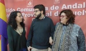 Victor Macías, junto a María Caballero y Engracia Rivera.