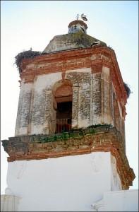 Detalle de la torre campanario del templo cartayero. / Foto: IAPH (Francisco Javier Romero).