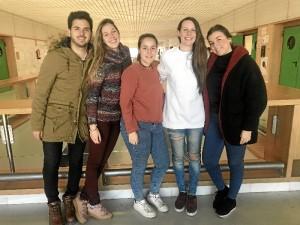 Imagen de los cinco estudiantes de la Universidad de Huelva que han sido reconocidos.