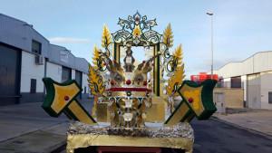 Las carrozas son elaboradas por empleados municipales en Villalba del Alcor.