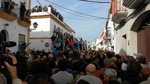 Miles de personas se acercan cada año a Trigueros para vivir las tiradas en primera persona. / Foto: Antonio Abad López.