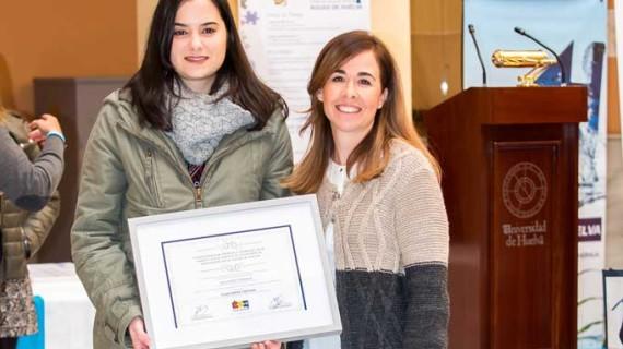 Reconocimiento a Elisa Baena por un estudio sobre la responsabilidad social empresarial en el sector cultural