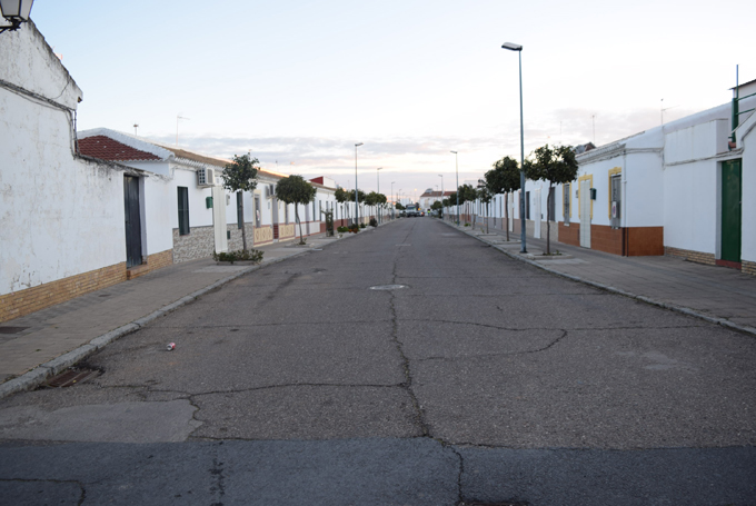 Hinojos culmina el asfaltado de las calles baldomero for Casas baratas en sevilla y provincia