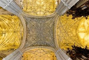 La Bóveda de la Catedral de Sevilla luce desde su restauración ladrillos realizados en Manzanilla.  / Foto: Wikimedia Commons.