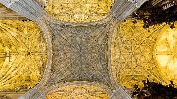 La bóveda de la Catedral de Sevilla luce desde su restauración ladrillos artesanales de Manzanilla