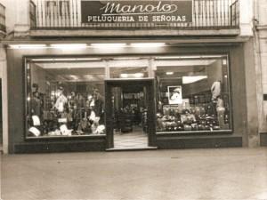 """""""Izquierdo Benito"""", coronado por una peluquería no menos famosa, """"Manolo""""."""