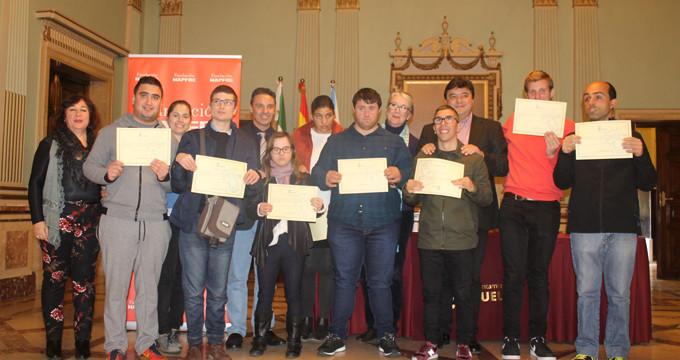 Reconocen la labor de jóvenes con discapacidad intelectual que han hecho prácticas en el Ayuntamiento de Huelva