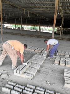 Acumulan una dialatada trayectoria en la fabricación de ladrillos artesanales.