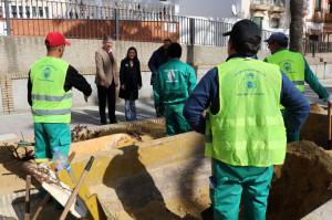 La subdelegada del Gobierno en Huelva y el alcalde de Palos han visitado las obras.