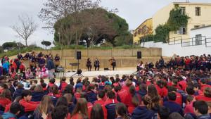 Acto en el patio central del colegio con motivo del Día de Andalucía.